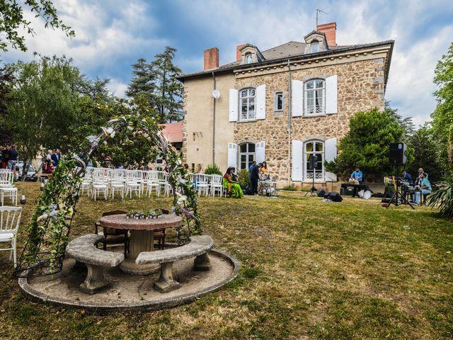 Le mariage de Sylvain et Anaïs à Roiffieux, Ardèche 17