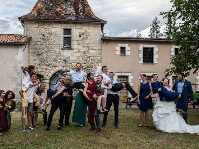 Le mariage de Mickaël et Déborah à Saint-Léon-sur-l'Isle, Dordogne 5