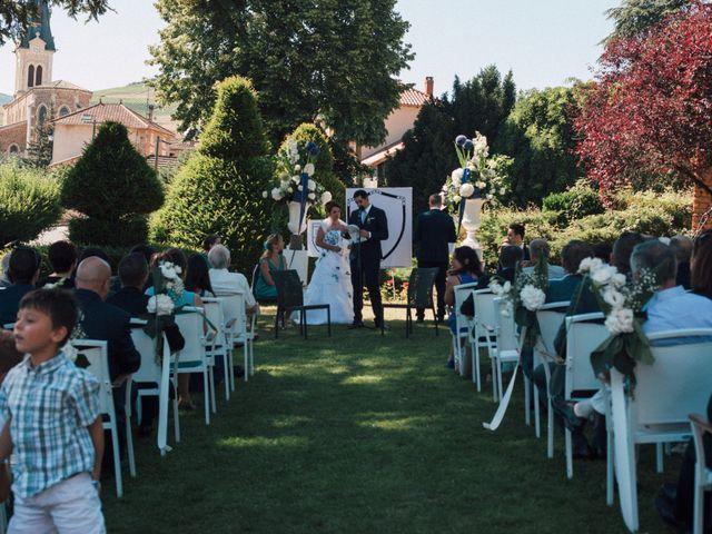 Le mariage de Mathieu et Delphine à Le Perréon, Rhône 8