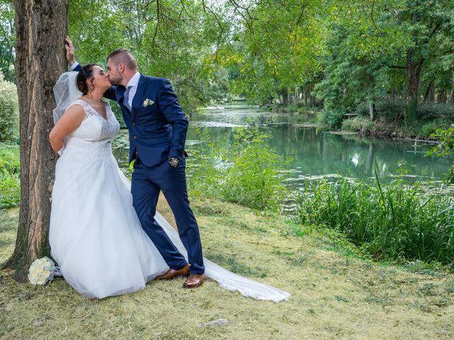 Le mariage de Benjamin et Ana à Mehun-sur-Yèvre, Cher 12