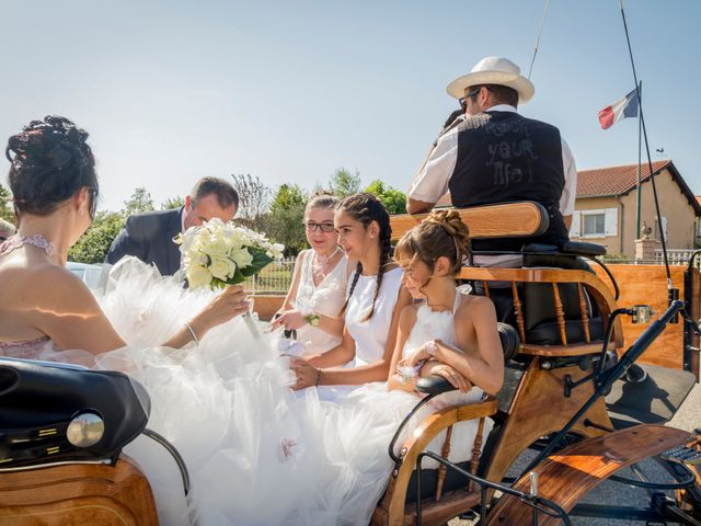 Le mariage de Hervé et Isa à Saint-Étienne-des-Oullières, Rhône 1