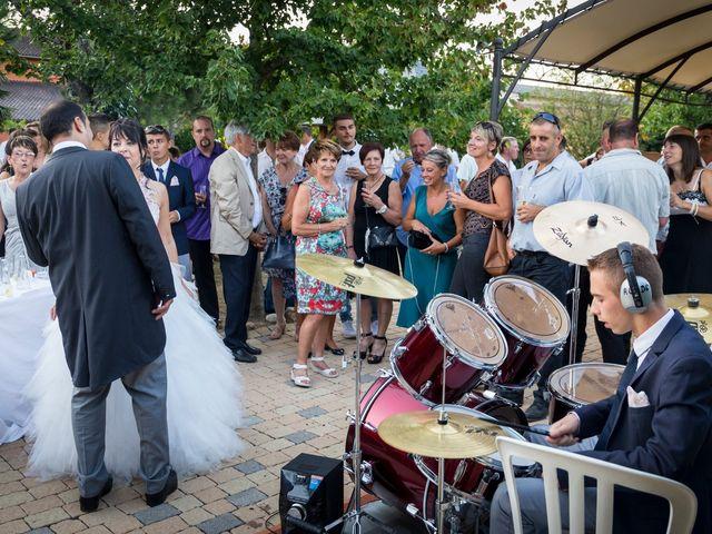 Le mariage de Hervé et Isa à Saint-Étienne-des-Oullières, Rhône 8