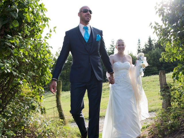 Le mariage de Jean-Philippe et Claire à Saint-Dier-d'Auvergne, Puy-de-Dôme 30