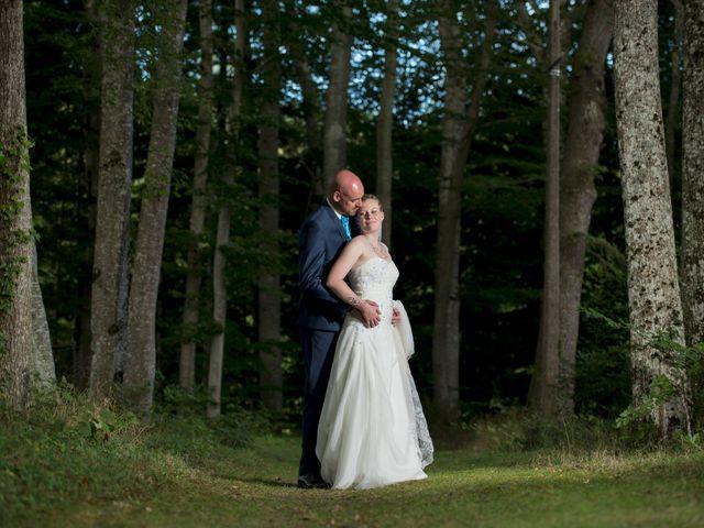 Le mariage de Jean-Philippe et Claire à Saint-Dier-d'Auvergne, Puy-de-Dôme 31