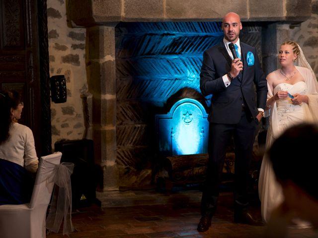 Le mariage de Jean-Philippe et Claire à Saint-Dier-d'Auvergne, Puy-de-Dôme 44