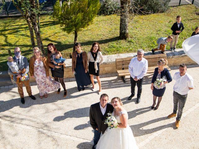 Le mariage de Sébastien  et Aurelie à Échallat, Charente 19