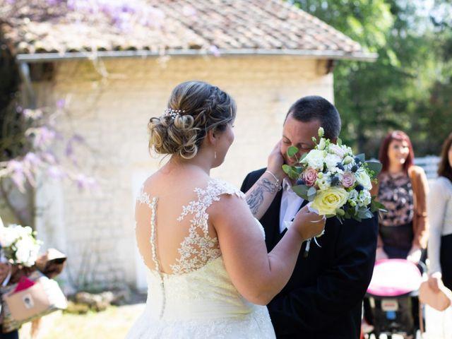 Le mariage de Sébastien  et Aurelie à Échallat, Charente 21
