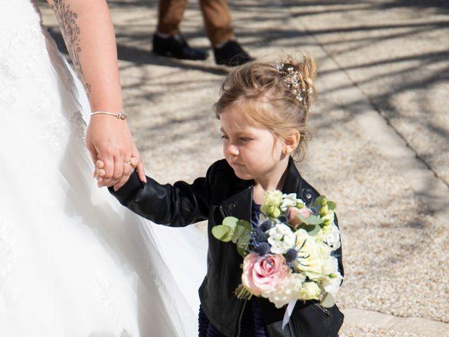 Le mariage de Sébastien  et Aurelie à Échallat, Charente 22