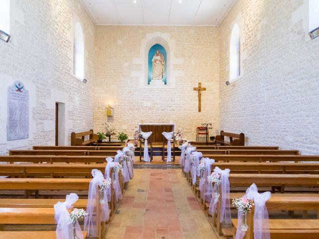 Le mariage de Vincent et Marlène à LE GOND PONTOUVRE , Charente 3