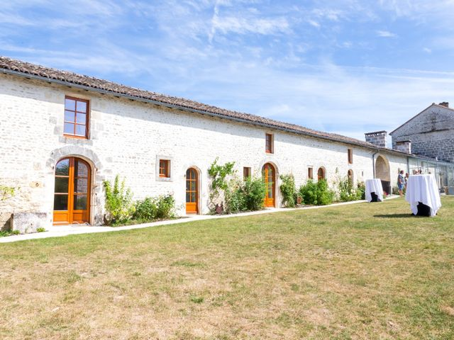 Le mariage de Vincent et Marlène à LE GOND PONTOUVRE , Charente 11