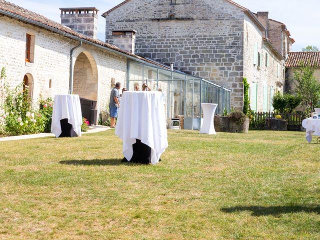 Le mariage de Vincent et Marlène à LE GOND PONTOUVRE , Charente 12