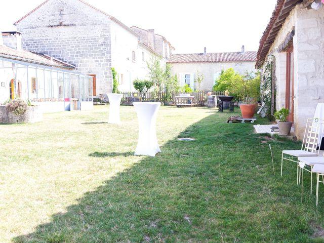 Le mariage de Vincent et Marlène à LE GOND PONTOUVRE , Charente 15