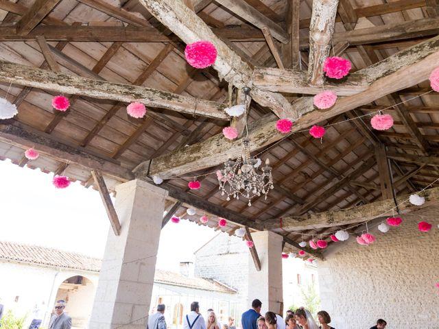 Le mariage de Vincent et Marlène à LE GOND PONTOUVRE , Charente 22