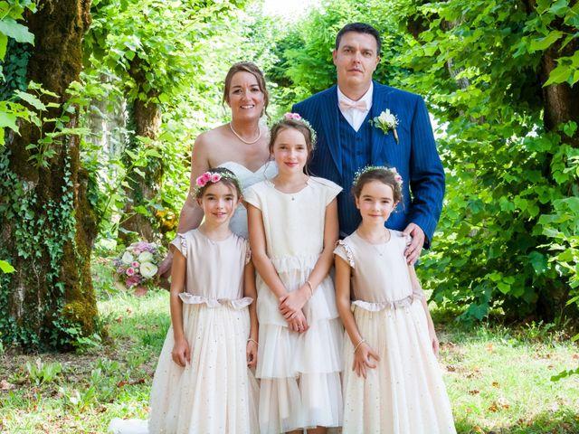 Le mariage de Vincent et Marlène à LE GOND PONTOUVRE , Charente 25