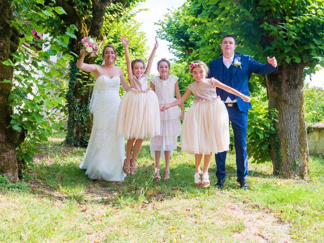 Le mariage de Vincent et Marlène à LE GOND PONTOUVRE , Charente 26
