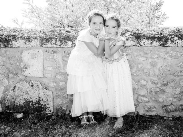 Le mariage de Vincent et Marlène à LE GOND PONTOUVRE , Charente 36