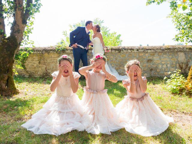 Le mariage de Vincent et Marlène à LE GOND PONTOUVRE , Charente 38