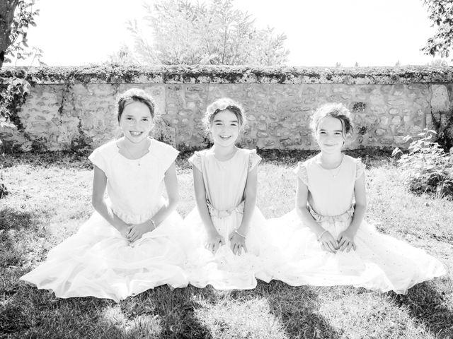 Le mariage de Vincent et Marlène à LE GOND PONTOUVRE , Charente 39