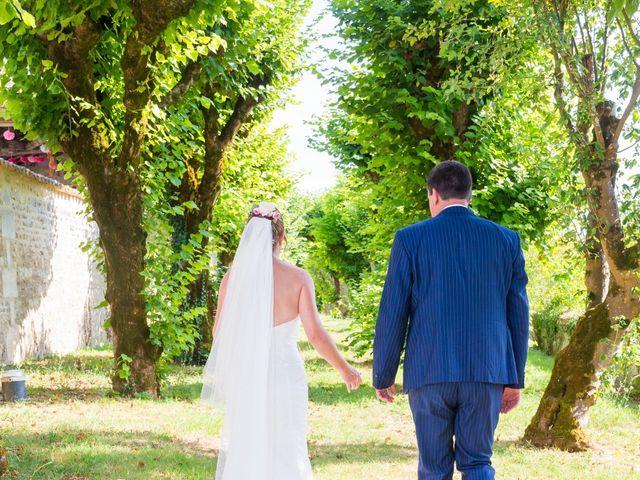 Le mariage de Vincent et Marlène à LE GOND PONTOUVRE , Charente 45