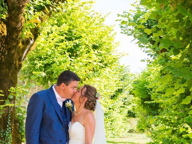 Le mariage de Vincent et Marlène à LE GOND PONTOUVRE , Charente 46