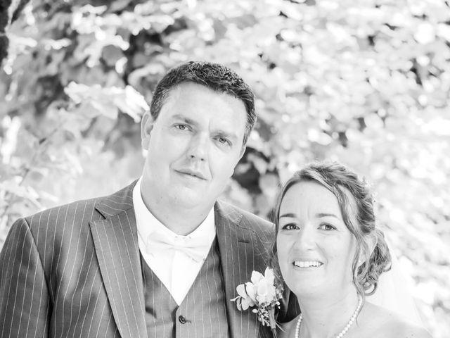 Le mariage de Vincent et Marlène à LE GOND PONTOUVRE , Charente 48
