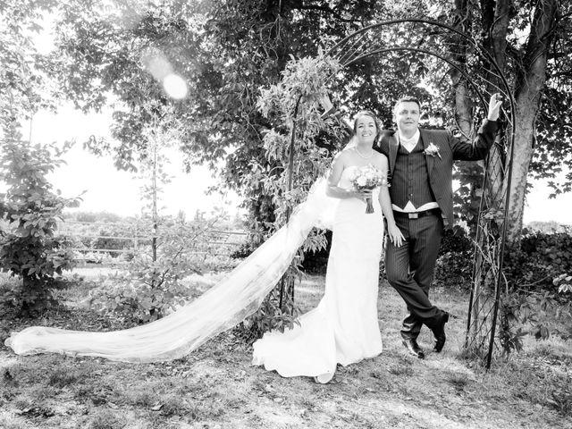 Le mariage de Vincent et Marlène à LE GOND PONTOUVRE , Charente 49