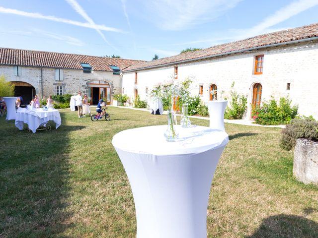Le mariage de Vincent et Marlène à LE GOND PONTOUVRE , Charente 70