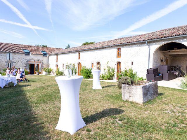 Le mariage de Vincent et Marlène à LE GOND PONTOUVRE , Charente 71