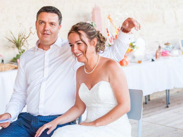 Le mariage de Vincent et Marlène à LE GOND PONTOUVRE , Charente 83