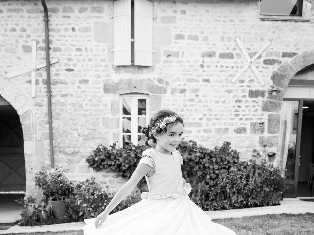 Le mariage de Vincent et Marlène à LE GOND PONTOUVRE , Charente 87