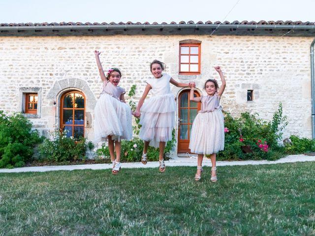 Le mariage de Vincent et Marlène à LE GOND PONTOUVRE , Charente 93