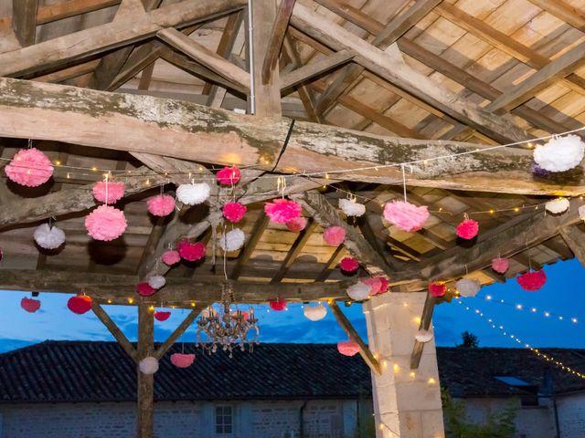 Le mariage de Vincent et Marlène à LE GOND PONTOUVRE , Charente 98