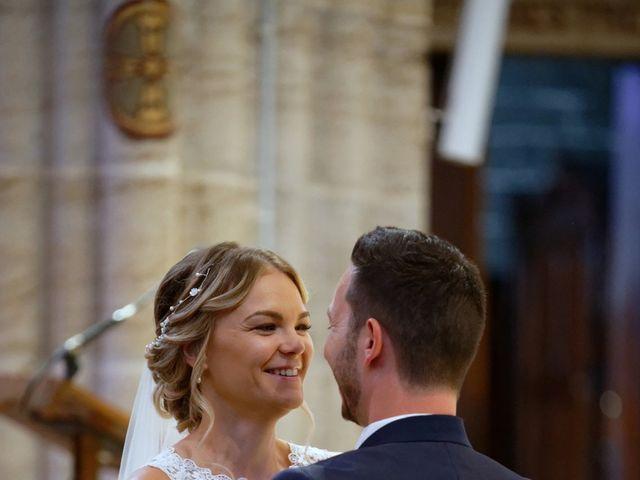 Le mariage de Adrien et Andreea à Chareil-Cintrat, Allier 9