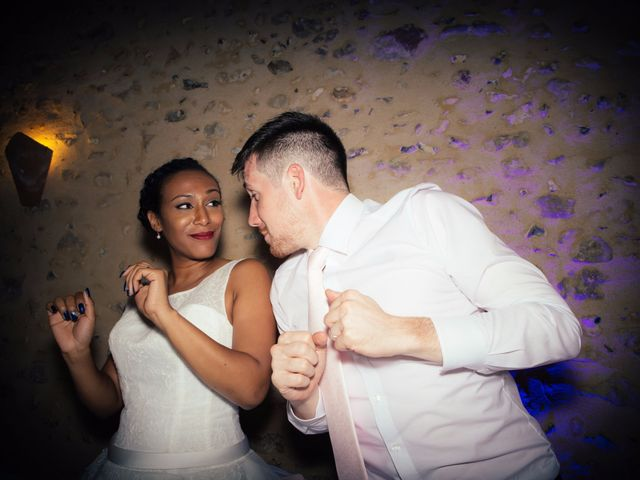 Le mariage de Thomas et Elodie à Nailly, Yonne 24