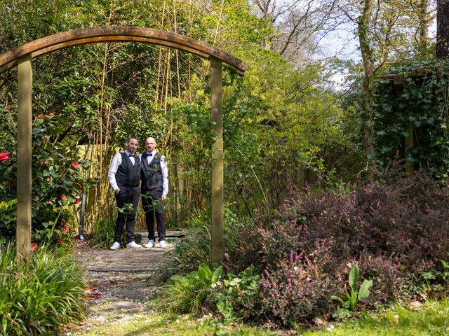 Le mariage de Sylvain et Jean à Roudouallec, Morbihan 7