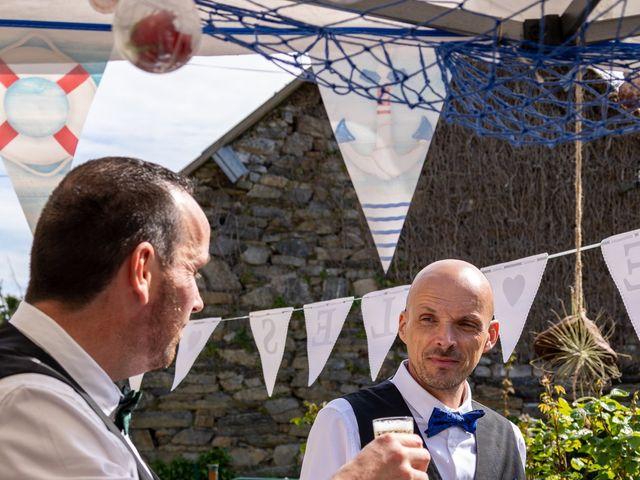 Le mariage de Sylvain et Jean à Roudouallec, Morbihan 24
