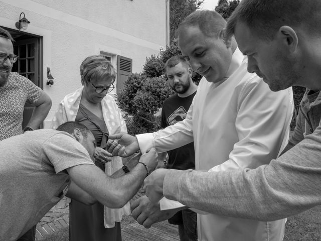 Le mariage de Arnaud et Flavie à Vimoutiers, Orne 2