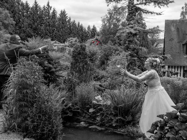 Le mariage de Arnaud et Flavie à Vimoutiers, Orne 15