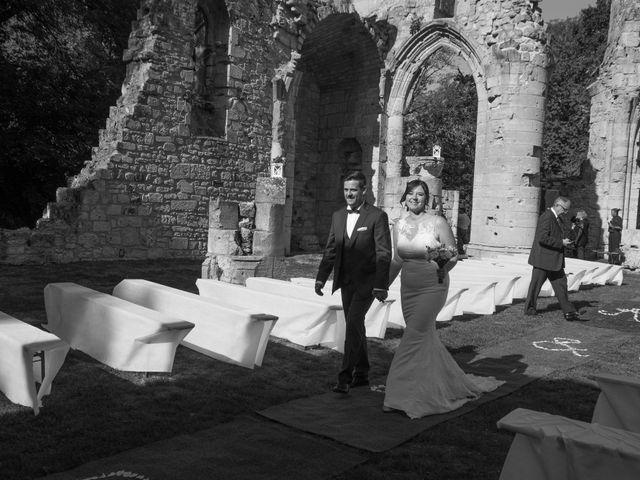 Le mariage de Damien et Aurélie à Grandpré, Ardennes 4