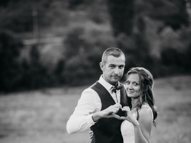 Le mariage de Fabien et Isabelle à Nyons, Drôme 56