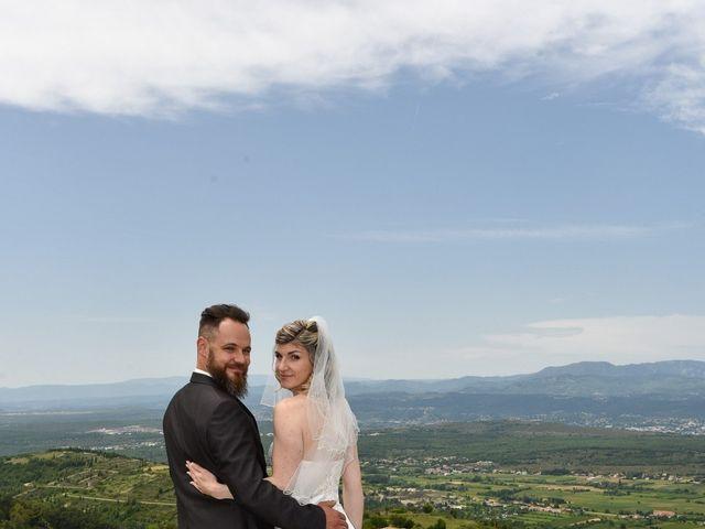Le mariage de Bastien et Sandra à Villeneuve-de-Berg, Ardèche 4