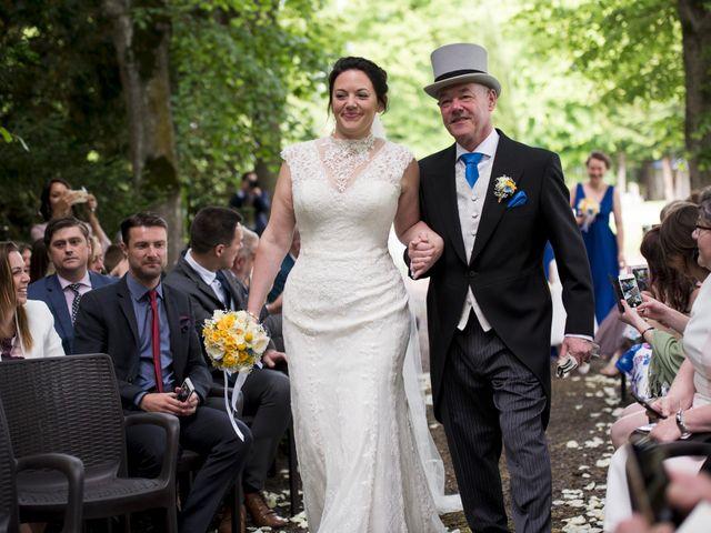 Le mariage de Tarran et Kate à Thuret, Puy-de-Dôme 41