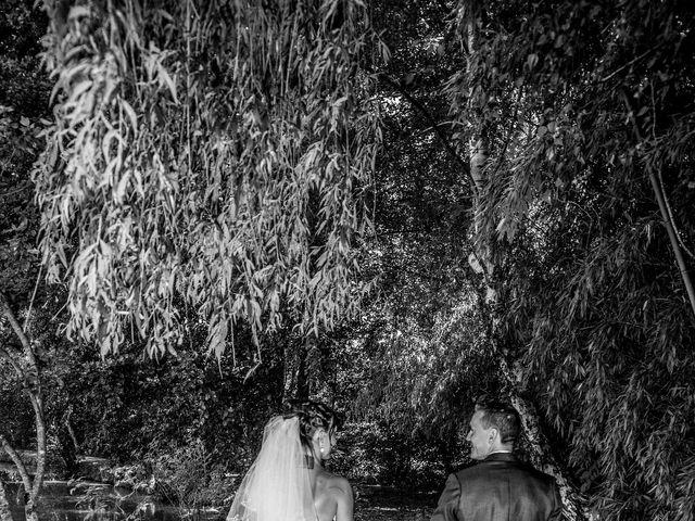 Le mariage de Aymeric et Lou à Bouère, Mayenne 10