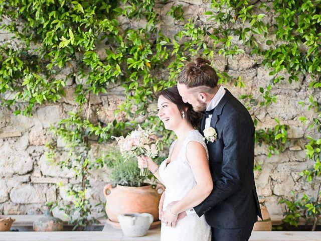 Le mariage de Anthony et Marion à Grignan, Drôme 44