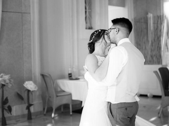 Le mariage de Fabien et Manon à Geneuille, Doubs 24