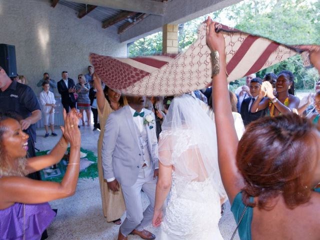 Le mariage de Addissu et Svilena à Roquemaure, Gard 15