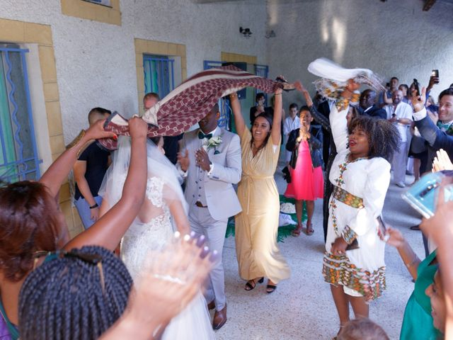 Le mariage de Addissu et Svilena à Roquemaure, Gard 16