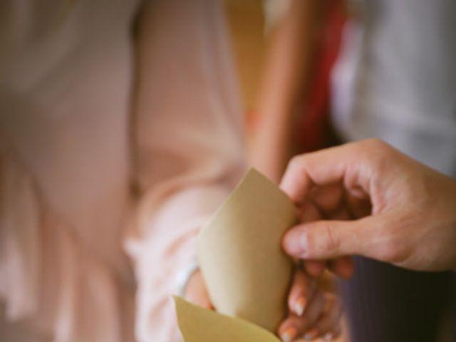 Le mariage de Alex et Julie à Saint-Gènes-de-Castillon, Gironde 15