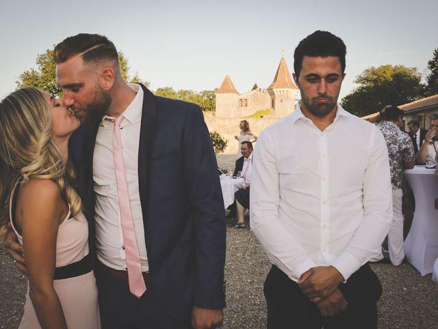 Le mariage de Alex et Julie à Saint-Gènes-de-Castillon, Gironde 32