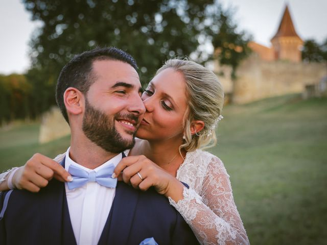 Le mariage de Alex et Julie à Saint-Gènes-de-Castillon, Gironde 35